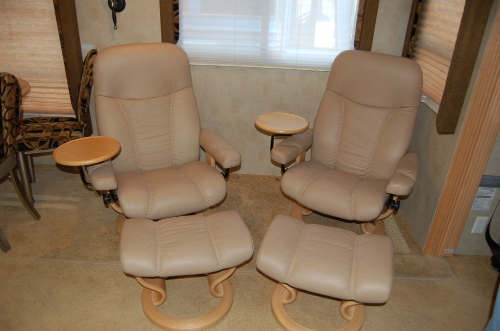 2006 Newmar Ventena, Euro Chairs With Side Tables
